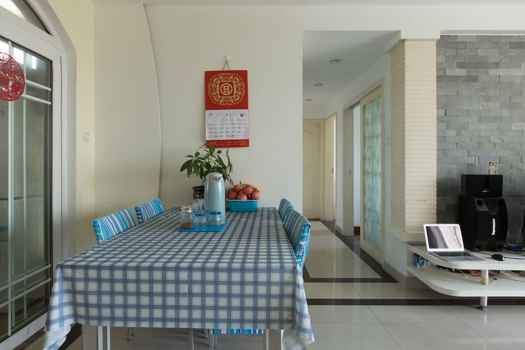 蓝色欧洲式的餐桌可以用于办公