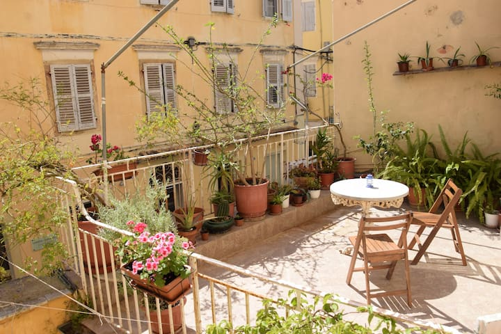 Flowery terrace in the Old Town - Kerkira - Apartament