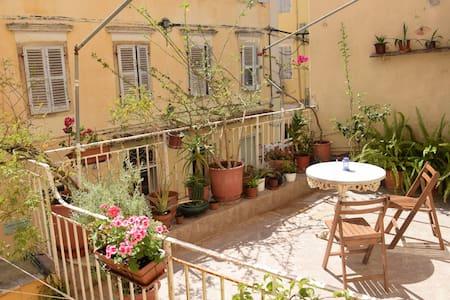 Flowery terrace in the Old Town - Kerkira - Квартира