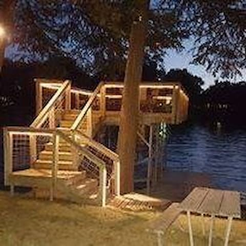 Ernie's Texas Lakehouse - Seguin - House