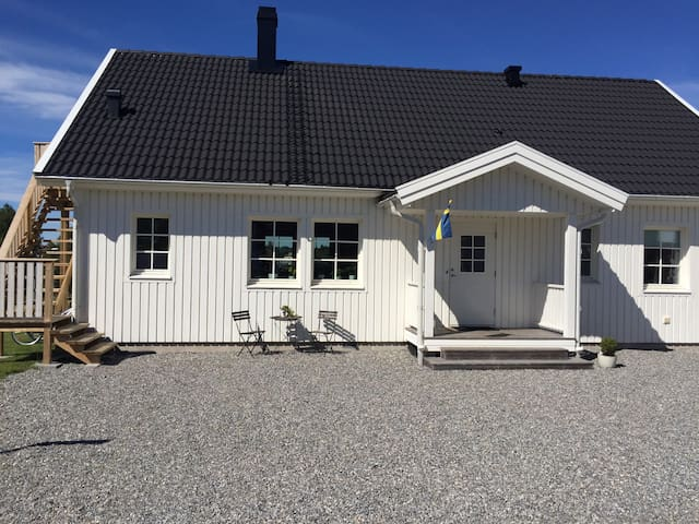 Spend easter in the area, minimum 3 nights! - Tanumshede - Haus