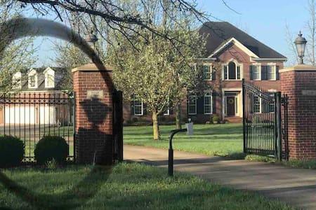 Ridgecrest Estate.  Comfort and convenience.