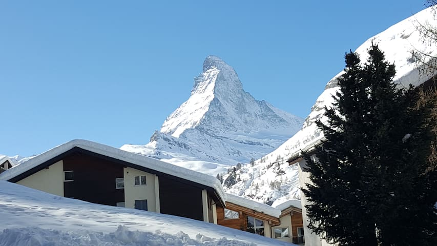 Spacious apartment - beautiful view on Matterhorn