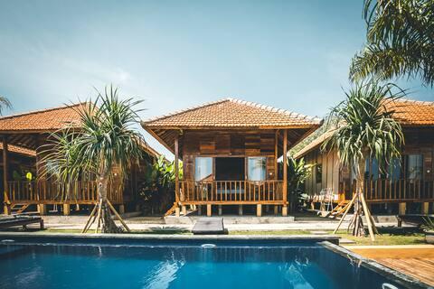 Ocho Bali Surf Camp Private Bungalow 9