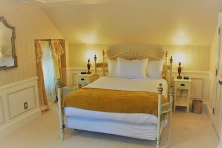 The queen bed in the Senator Spa Room at the Heber Senator Bed & Breakfast
