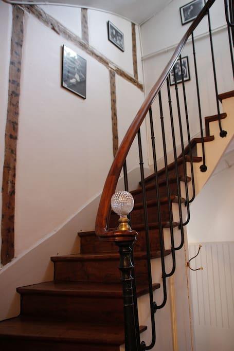 Escalier accès au second étage