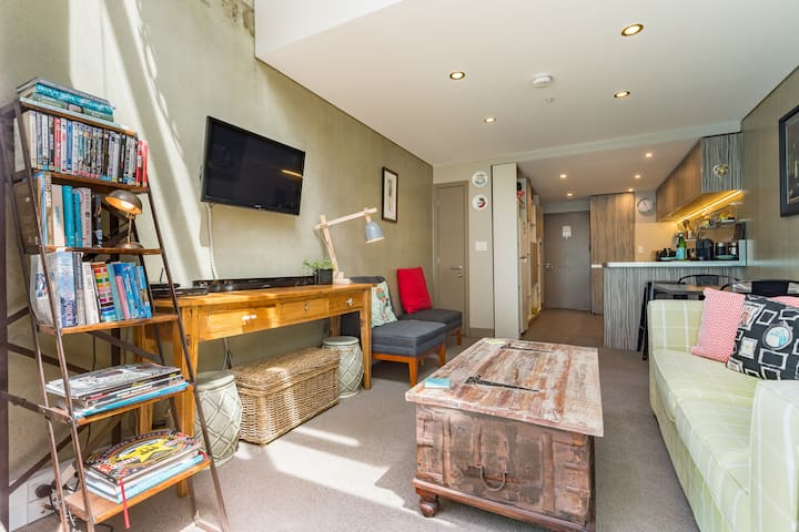 Canvas Loft- ★Full Kitchen ★Easy Walking★Central