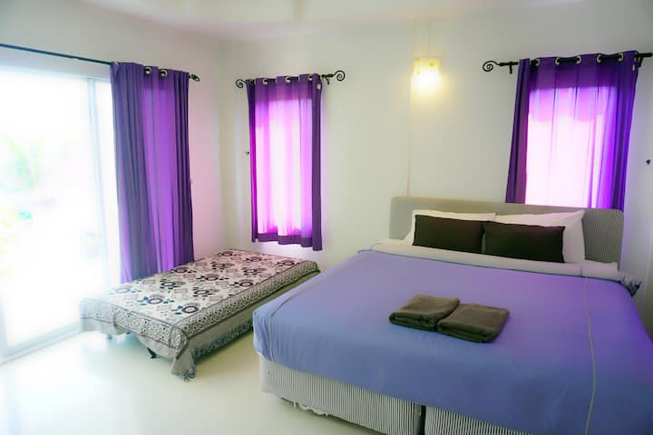 Thongtalay Homestay. King Size Bedroom