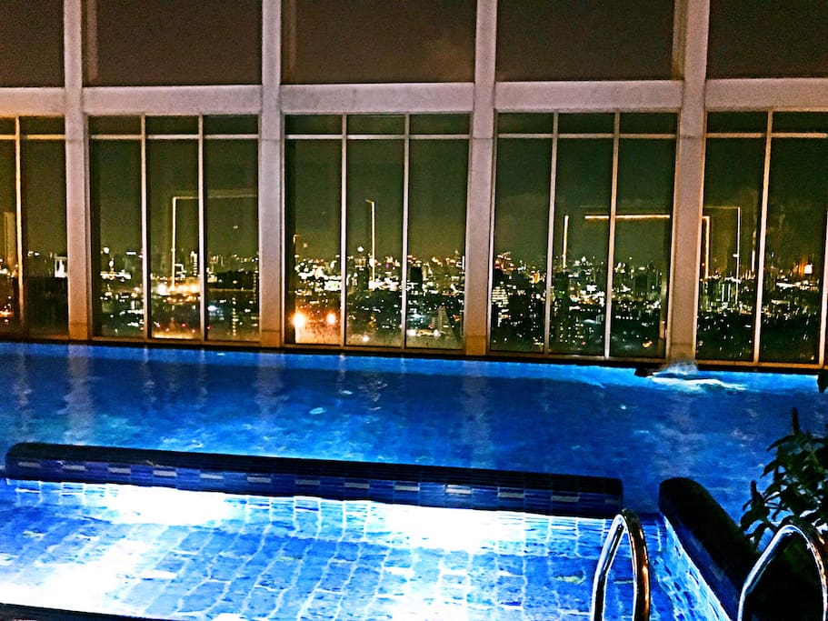 52楼空中无边大泳池,俯瞰曼谷全景