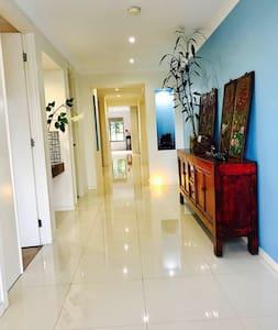Large Modern home Sutherland shire - Gymea