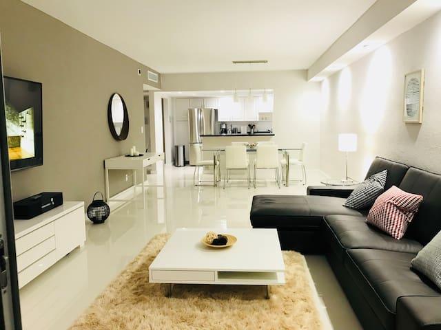 My New apartment in Miami - ACROSS BEACH