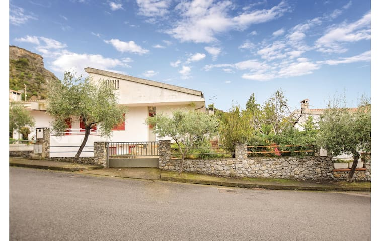 Terraced house with 4 bedrooms on 160m² in Praia a Mare