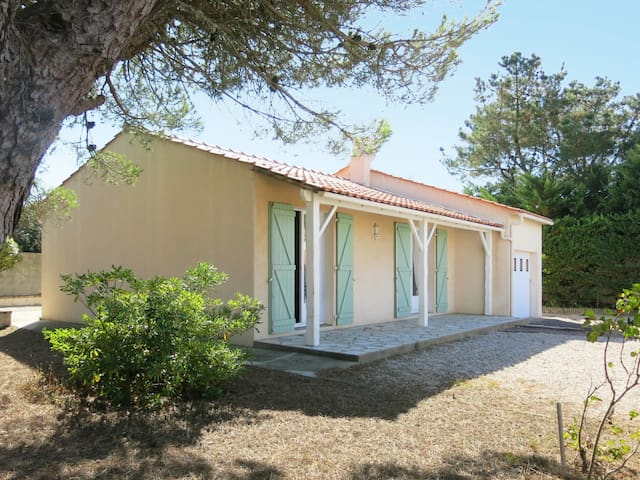 Holiday home in Brem-sur-Mer for 4 persons