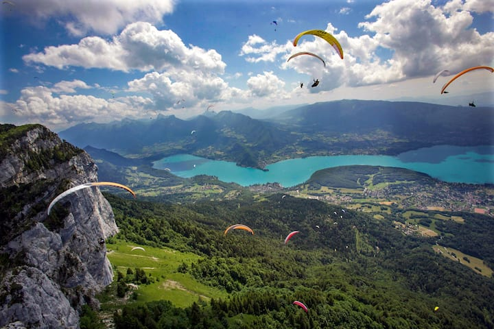 Paragliding & nature, private bedroom & bathroom