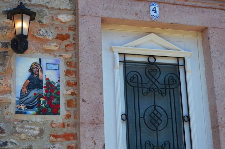 Cunda'da Taş Bir Ev