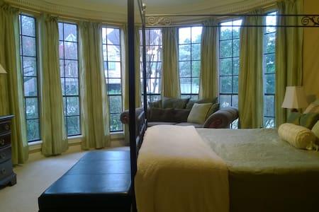 Super Bowl, stunning windows master bedroom - 스프링(Spring)
