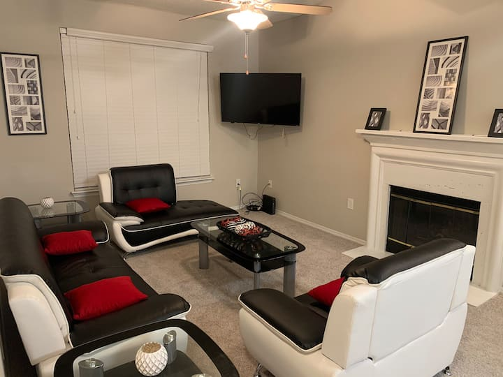 Entire Apartment-Minutes From The Braves Stadium!
