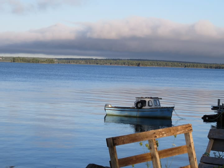 Waterfront Cottage 25 minutes from Yarmouth Ferry