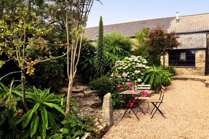 Brea Manor Cottage. Sleeps 1-4 persons