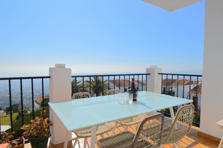 Stunning Panoramic Views from Mijas Pueblo + pool!