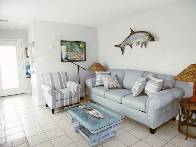 Tarpon! Winter Rates! King BR,-Walk to the Beach!