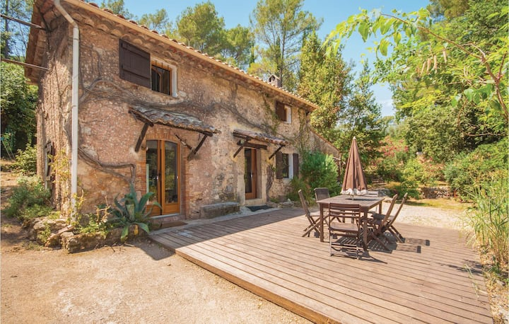 Stunning home in Grasse with 3 Bedrooms