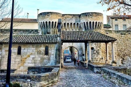 Apt 50m2 avec Balcon tout équipé proche d'Avignon