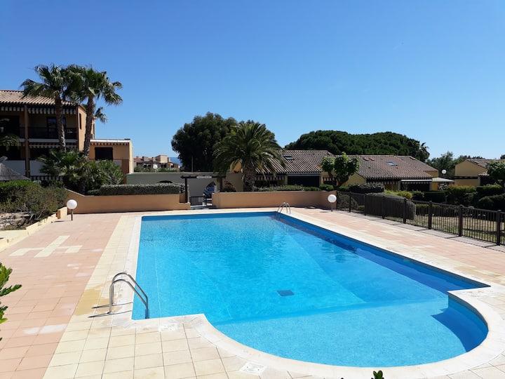 Giens peninsula: luminous and quiet flat + pool
