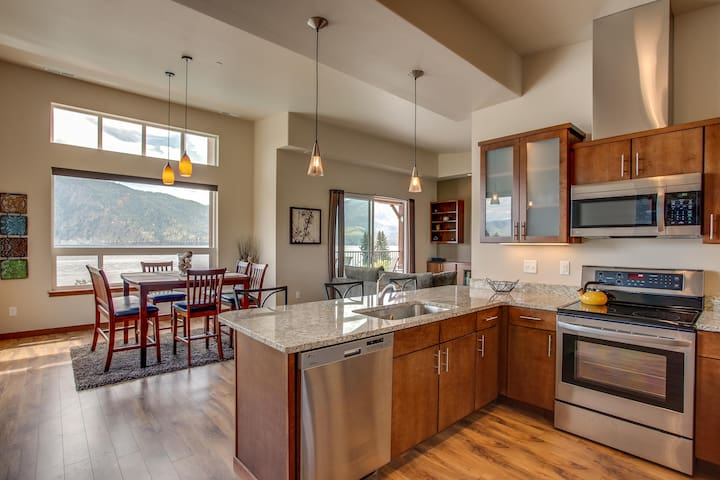 Luxury on Lake Chelan-Apple Blossom - Manson