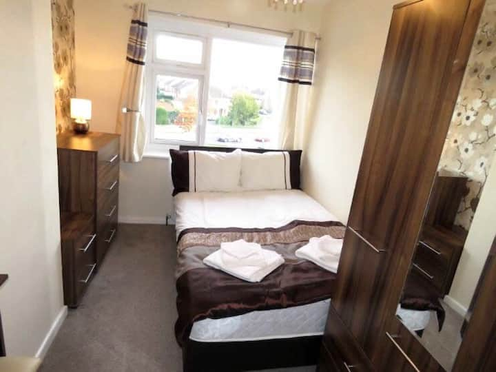 Double room in shared house by NEC , BHX, JLR
