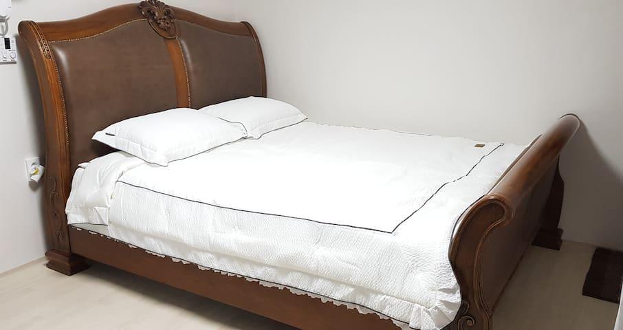 최고급 유럽 직수입 침대에요 킹싸이즈 정말 넓고 쾌적합니다♡
