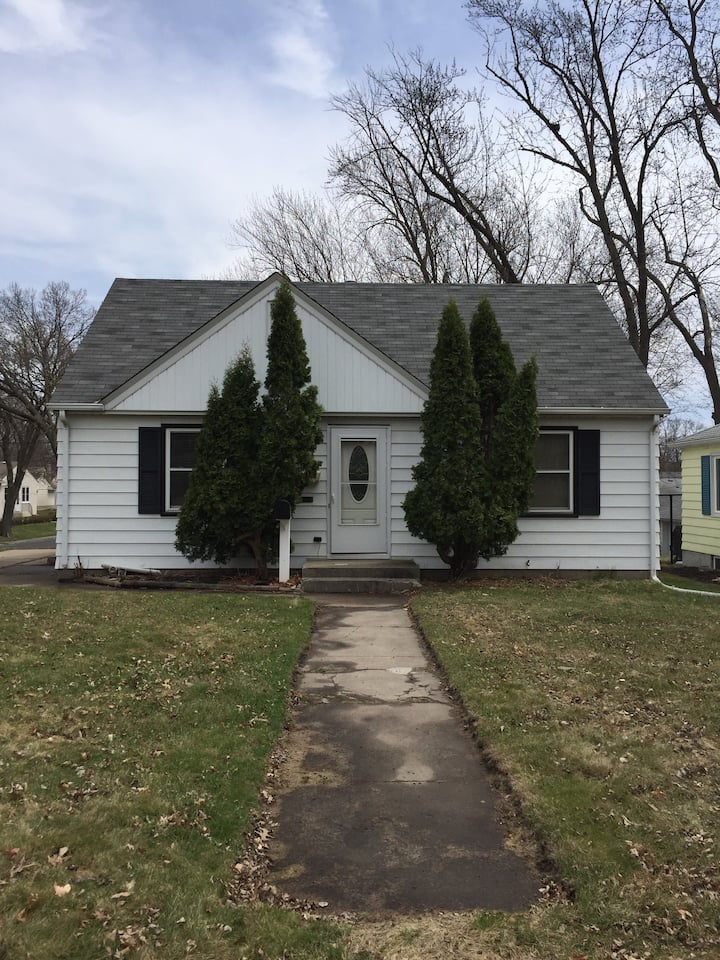 Minneapolis home--close to downtown, MOA, airport