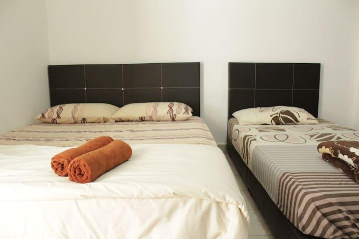 DesaTebrau-NewStar-Comfort Triple Room
