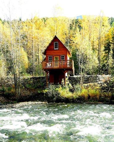 Alaska Forest & Trail - River Cabin 2
