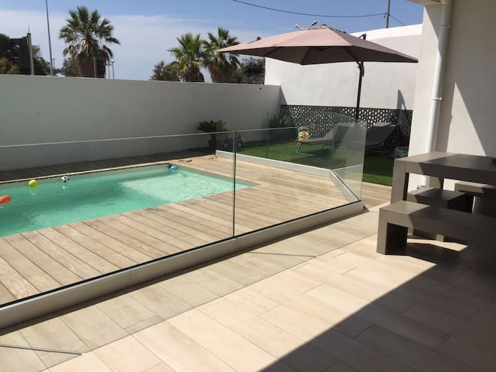 75m2 Contemporary Beach front & Sea view flat
