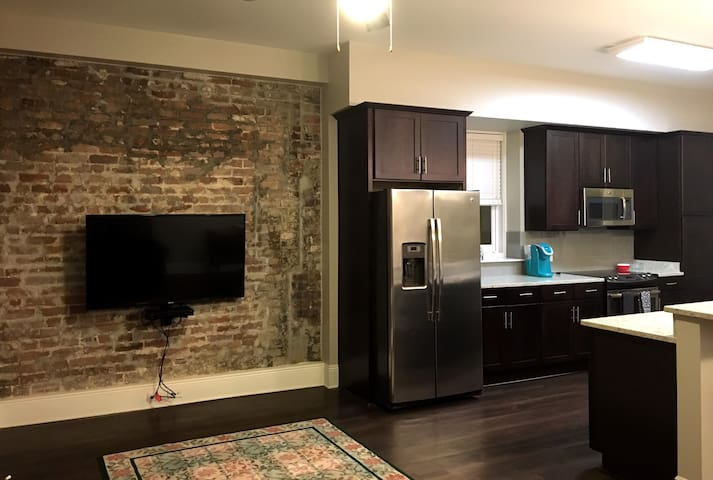 2BR CANAL ST w EXPOSED BRICK • ROOFTOP POOL