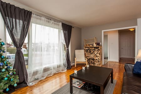 Clean West-Island Room for 2! - Montréal - Hus
