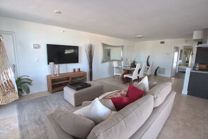Sunny Modern 1bedroom- Great location-Pool/Hot tub - Miami Beach - Apartamento