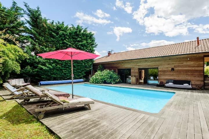 Maison en bois piscine chauffée très calme