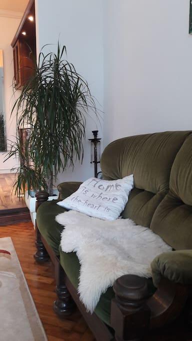 антикварный диван 19 века