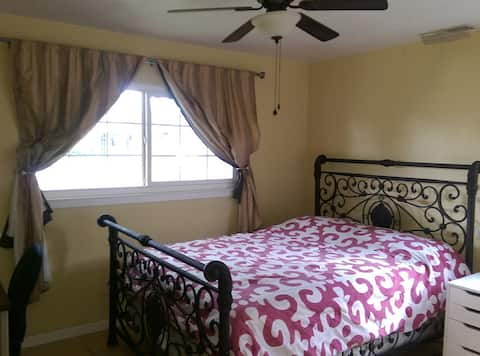 Comfortable room in Santa Clara