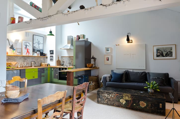 Warehouse Loft, Perfect Location, rocket fast wifi