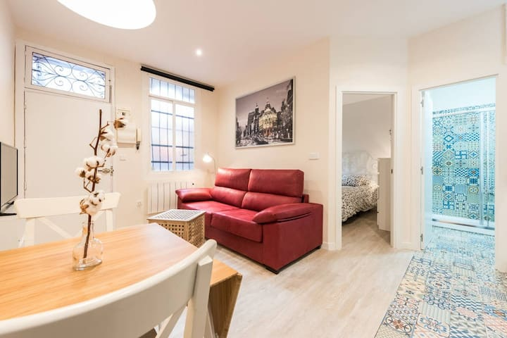 COZY NEST 1BD | SOL and PLAZA MAYOR - FAST WIFI