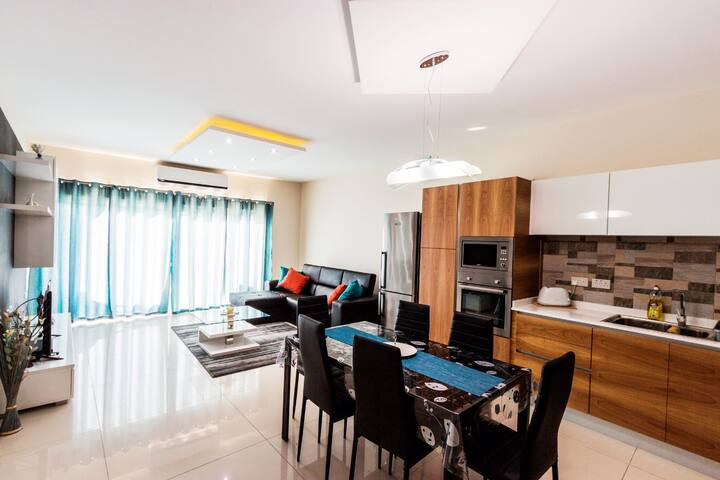 Modern private two single bedroom with Wifi AC