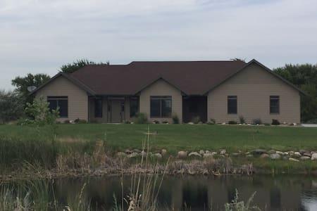 Beautiful Kearney Home - Kearney - Casa