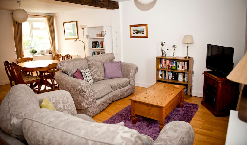 3 Bed Family cottage close to beach, Sea View. - Lyme Regis - Casa