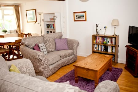 3 Bed Family cottage close to beach, Sea View. - Lyme Regis