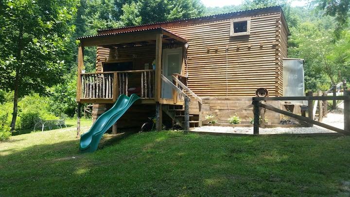 Archie's Place w/jacuzzi tub,fire pit,4 hammocks