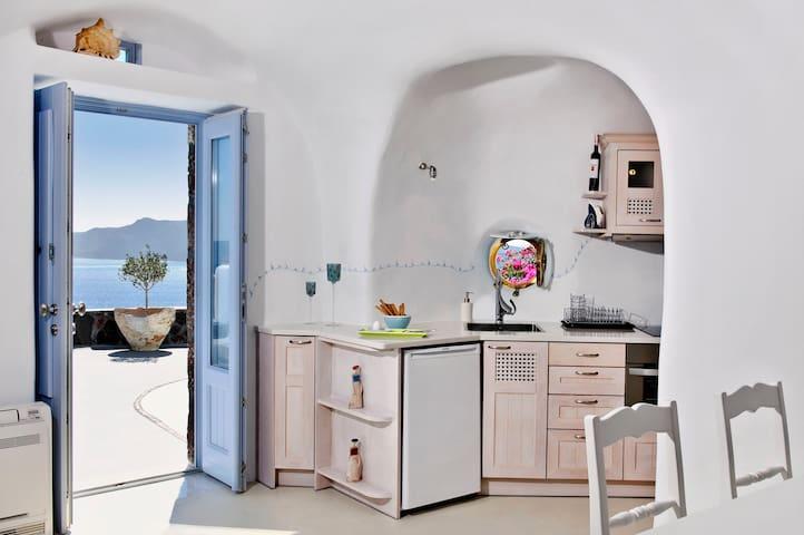 Hydor Villa by Anemomilos