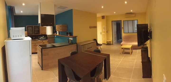 Joli petit appartement plein centre de Cavaillon .